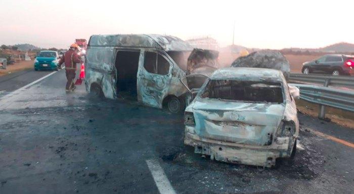 incendian autos accidente Singuilucan