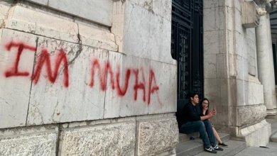 Detienen a extranjero por grafitear el Palacio de Bellas Artes