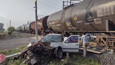 Automovilista resulta lesionado por impacto con tren, en Tlaxcoapan