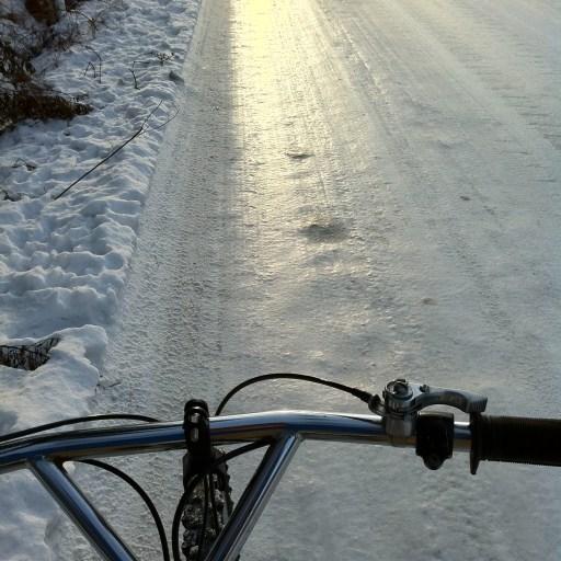 表面が磨かれた圧雪路