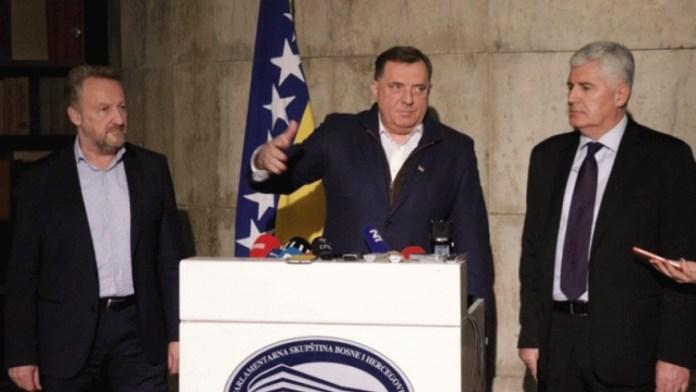 https://i1.wp.com/crna-hronika.info/wp-content/uploads/2019/11/Izetbegovi%C4%87-Dodik-i-%C4%8Covi%C4%87.jpg?resize=696%2C392&ssl=1