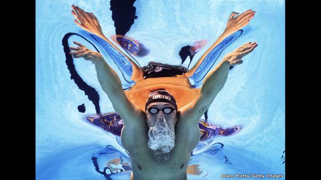 Marco Koch, de Alemania, participa en la final de los 200 metros pecho en los Campeonatos Mundiales de Natación en Kazán, Rusia.