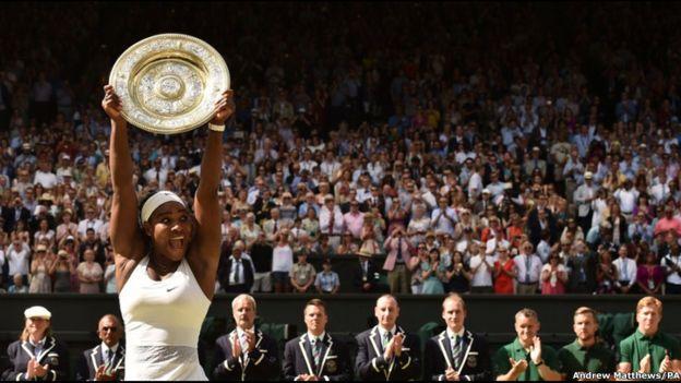 """La estadounidense Serena Williams derrota a la hispano-venezolana Garbiñe Muguruza para ganar su sexto título de Wimbledon y completar el """"Serena Slam"""" al ser la campeona de los cuatros Grand Slam al mismo tiempo."""
