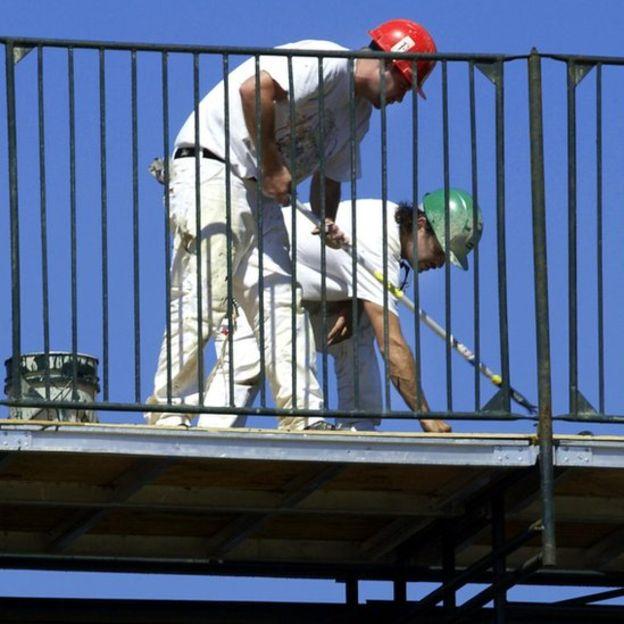 Estructuras como los puentes pueden contener plomo en su pintura que se libera conforme se desgasta la superficie.