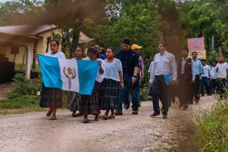 Empresarial1 día atrás Logran aumentar la cobertura eléctrica en las comunidades de San Pedro Carchá - crnnoticias.com