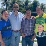 César Calderón (lentes oscuros), alcalde electo de Huitán, Quetzaltenango, es candidato a vicepresidente de la planilla que postula como presidente al alcalde Jorge Antonio Orellana (amarillo), de Guastatoya. (Foto: Carlos Ventura)