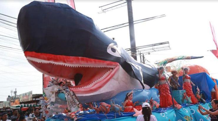 La Fauna Marina fue una de las últimas presentaciones en el desfile de carrozas. Fue representada por una enorme ballena. (Foto: Cristian Soto)