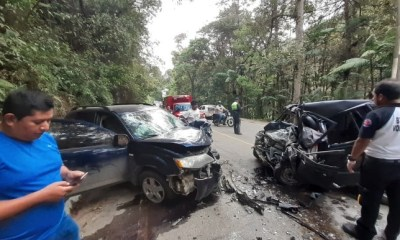 Una persona perdió la vida y tres más resultaron heridas en el accidente ocurrido en la ruta entre Cobán y Chamelco. (Foto: Eduardo Sam)