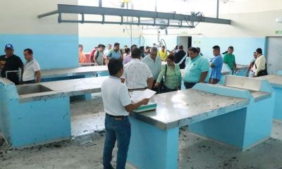 Carniceros y miembros del Concejo Municipal realizaron una inspección en el nuevo rastro mazateco. (Foto: Cristian Soto)