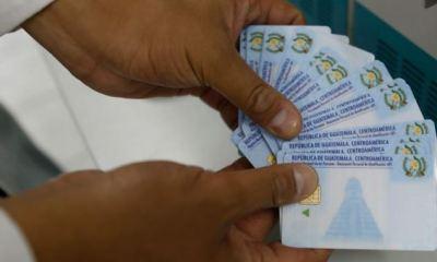 El DPI será utilizado por las familias para cobrar los 1 mil quetzales de ayuda que el Gobierno de Guatemala otorgará a las familias afectadas por COVID-19. (Foto: AGN)
