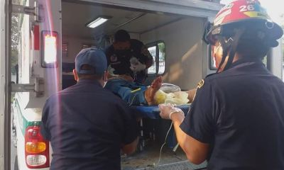 Los bomberos trabajaron con la ayuda de varios vecinos para salvar a las tres personas que habían quedado soterradas, en San Marcos. (Foto: Bomberos Municipales Departamentales)