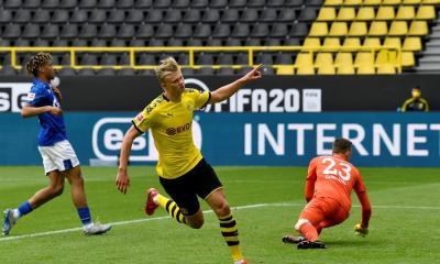 El Borussia Dortmund goleó 4-0 al Schalke en el regreso de la Bundesliga alemana después de la pandemia del COVID-19. (Foto: EFE)