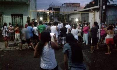 Los vecinos de la colonia Progreso zona 4 de Escuintla, irrespetaron el toque de queda con su protesta. (Foto: Cortesía Steff Arreaga)