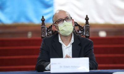 El doctor Edwin Asturias estuvo presente en la conferencia de prensa que brindaron las autoridades de salud. (Foto: AGN)