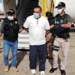 Fredy Mariony Alvarado Calderón, quien tenía alerta internacional en Interpol para su captura, fue detenido al llegar en un vuelo de deportados el jueves anterior. (Foto: PNC)