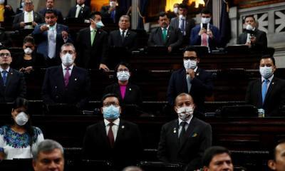 Fotografía de archivo del 18 de marzo de 2020, que mustra el pleno de diputados del Congreso de Guatemala durante una reunión para mitigar el contagio de coronavirus, en Ciudad de Guatemala (Guatemala)