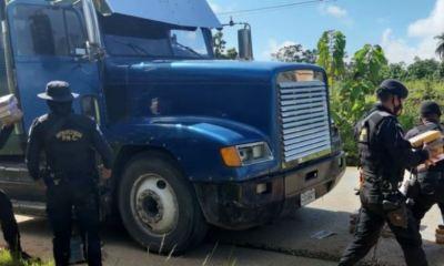 Los 111 paques de cocaína estaban escondidos dentro de un cabezal que se localizó en el kilómetro 364 de la ruta hacia Fray Bartolomé de las Casas, Alta Verapaz. (Foto: PNC)