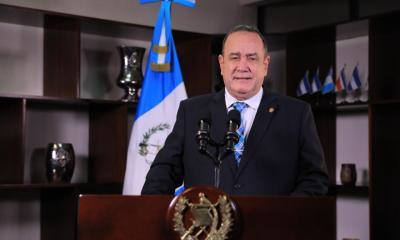 El presidente Alejandro Giammattei durante su mensaje a la nación del domingo anterior, donde se refirió al crecimiento récord del ingreso de las remesas enviadas al país. (Foto: DCA)