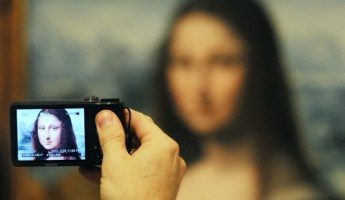 mona-lisa-museum-selfie-620
