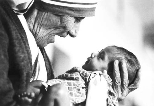 https://i1.wp.com/croatia.org/crown/content_images/2008/mother_theresa_with_armless_baby.jpg