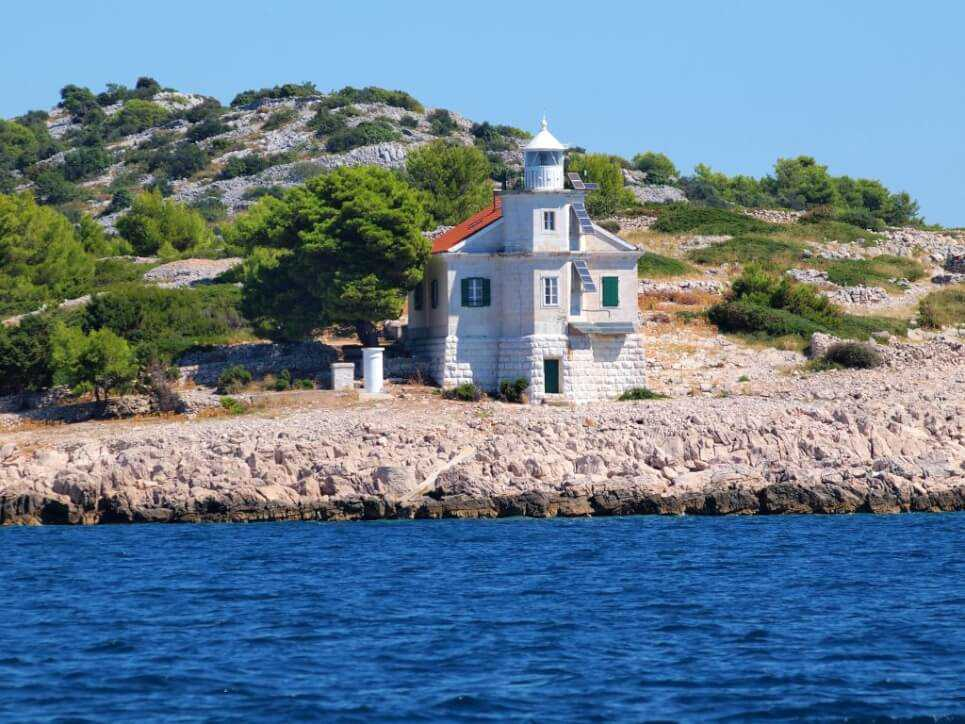 Prisnjak, Stay in a Lighthouse