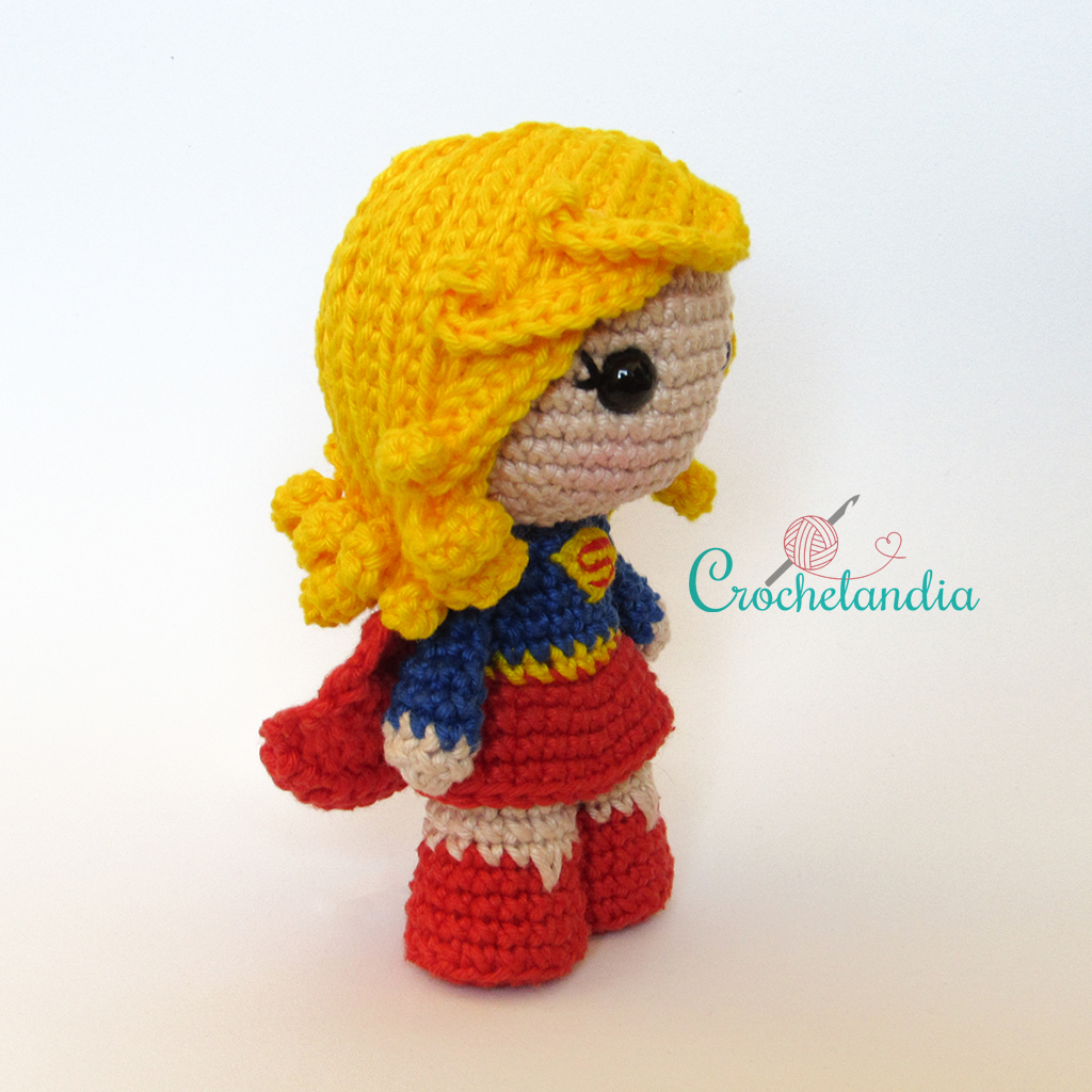 Toy Art Amigurumi Supergirl - by Crochelandia