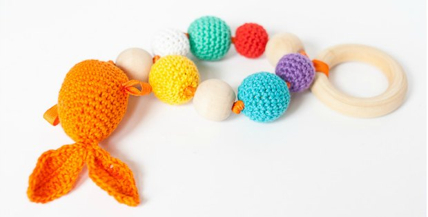 Free crochet pattern for this goldfish rattle, toy and teether. Links where you can get the safe teething rings and beads.