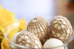 crochet covered easter eggs rocks