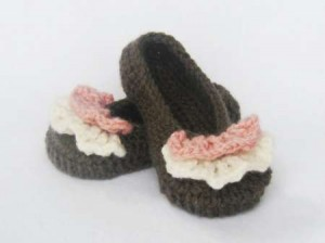crochet ruffle tot slipper