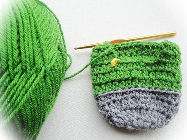 crochet-slippers-free-pattern1