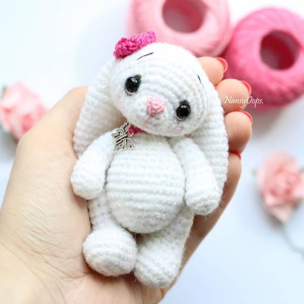 Retro Crochet Bunny Pattern - Crochet Society | 600x600