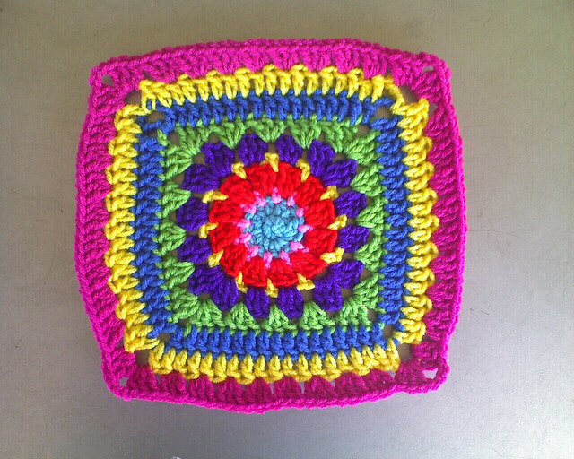multicolor crochet granny square g-1