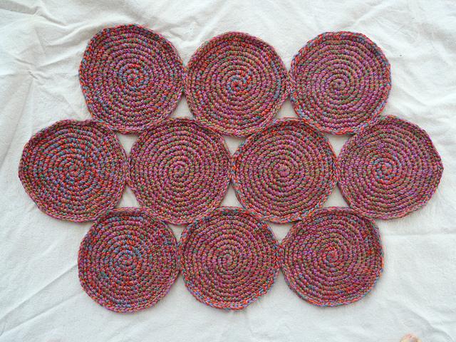 crochetbug, crochet circles, crochet rug, acrylic yarn, crocheted, crocheting