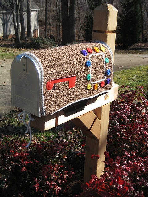 a gingerbread inspired crochet cozy for a mailbox