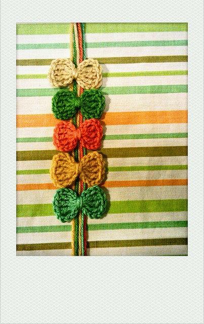 crochetbug, crochet bows, crochet applique, crochet embellishment,