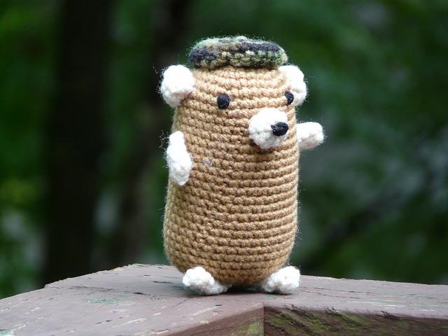 crochetbug, crochet hamster, amigurumi hamster, narumi ogata