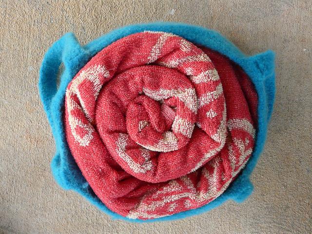 crochetbug, crochet basket, crochet bag, vintage yarn, yarn stash, use what you have, kool-aid dyeing, felted crochet
