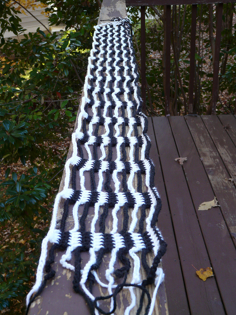 My ketjusilmukkahuivi (crochet scarf) twelve rows in on 2011: day 8