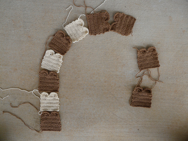 crochet pieces of toast for a crochet scarf