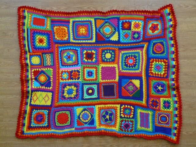 crochet granny square sampler afghan, crochetbug, crochet squares, granny squares, crochet blanket, crochet throw