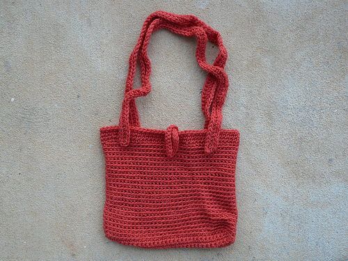A small as yet unfelted bag I found in a basket consorting with my as yet unfinished cat runner