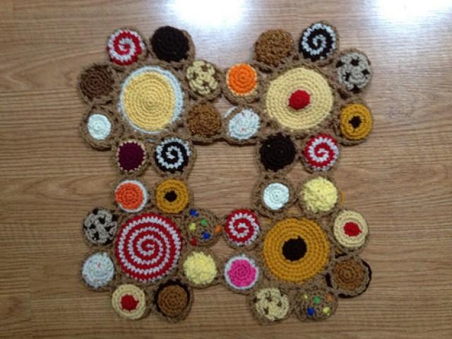 The first four crochet cookie motifs