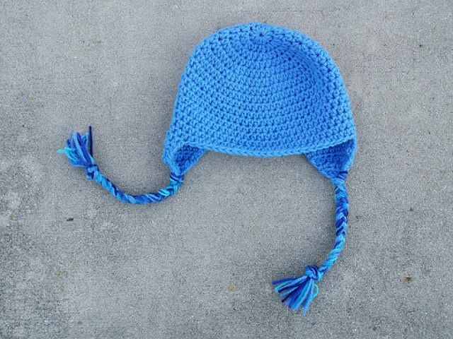 crochet hat with earflaps and braids, crochetbug, crochet beanie, crochet cap, blue, azul, azure