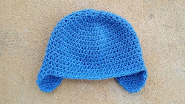 Blue crochet hat with earflaps, crochetbug, blue, azul, azure, crochet cap, crochet hat, crochet beanie