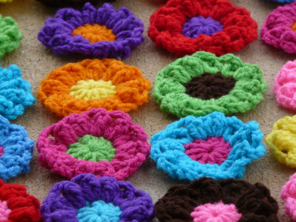 detail of the puff stitch crochet flowers