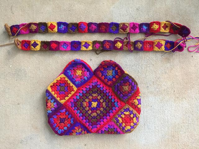 the body of granny square purse with granny square straps