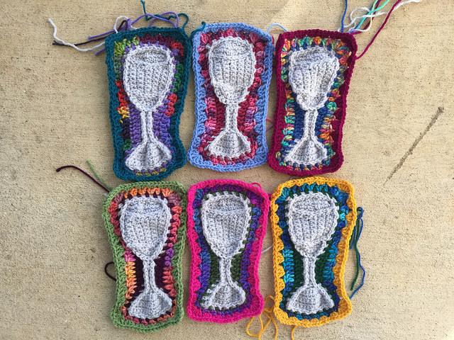 Six tumblers rendered in crochet