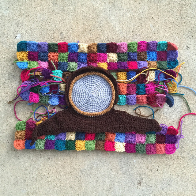 I get back in the saddle and make progress on the panel of one-round granny squares with a replica crochet clock