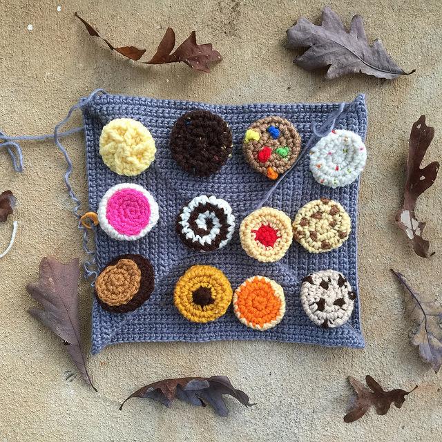 crochet cookie sheet with crochet cookies