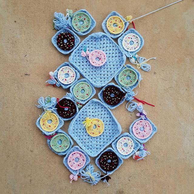 crochet donut granny squares for a crochet purse